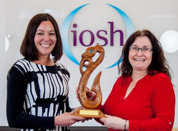 NZISM representative Helen Parkes (left) presents IOSH President Karen McDonnell with a tradition Maori carving to recognise the working partnership between both organisations in recent years.