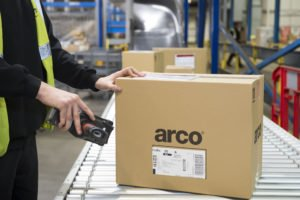 Arco NDC Interior - Fulfilment - scanning parcels 2
