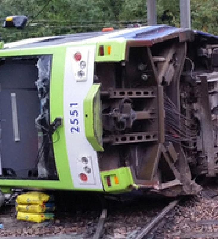 "Croydon tram crash driver ""lost awareness"""